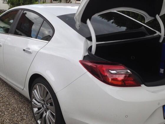 Opel Insignia 4-Türer 103kw/140PS CDTI Sport mit Schaltgetriebe in weiss (Opel Insignia - 4-Türer)