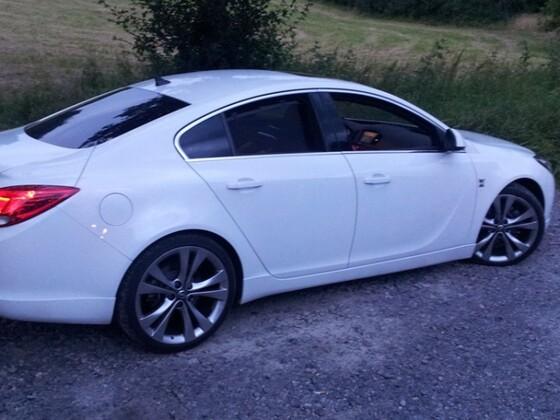 Black & White (Opel Insignia - 4-Türer)